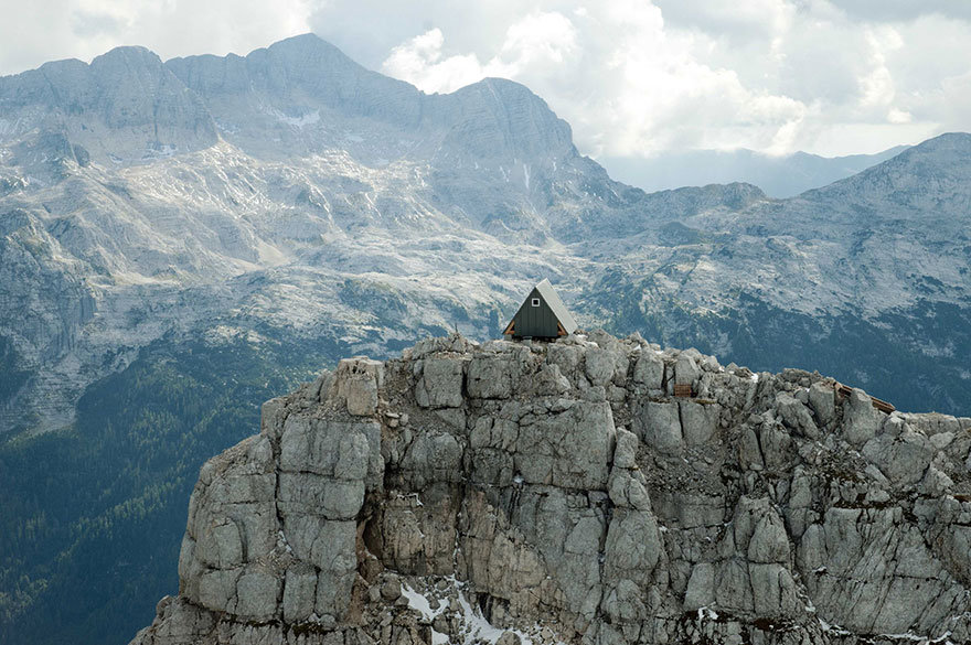 8300ft-hut-in-alps-stay-for-free-01
