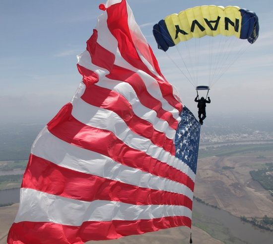 celebrate-armed-forces-navy-skydiving
