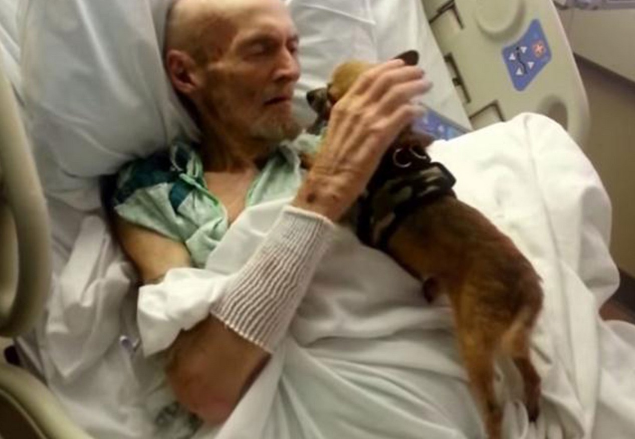 sick-elderly-man-reunited-with-his-dog