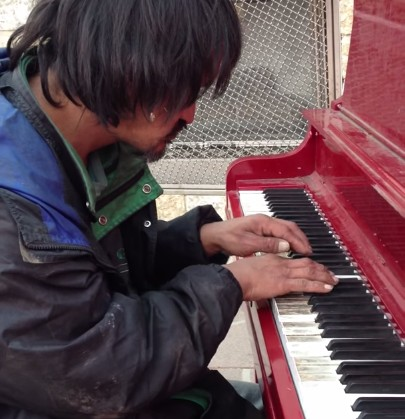 homeless-piano-man