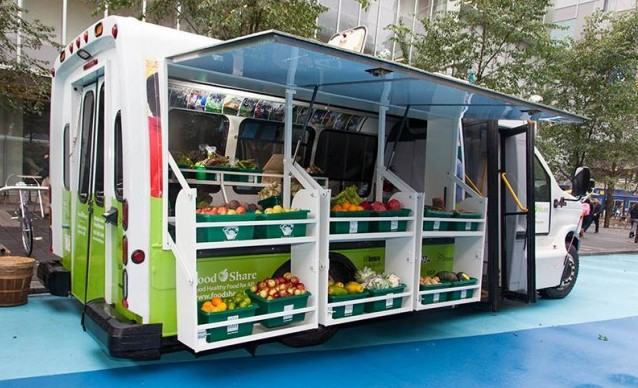 food-truck-delivers-fresh-groceries-to-low-income-neighborhoods